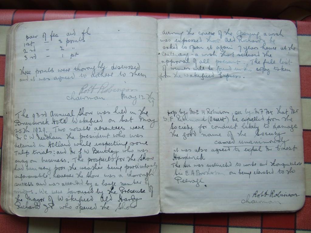 Minute Book 1907-29 p220-1